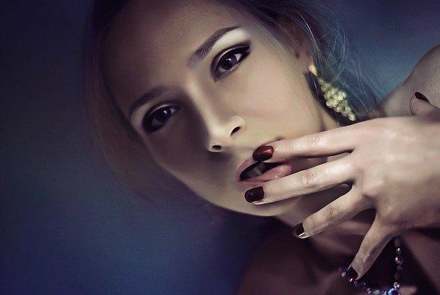 Zvodná žena, portrét.jpg