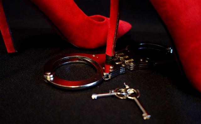 Putá, červené topánky, erotické, privát.jpg