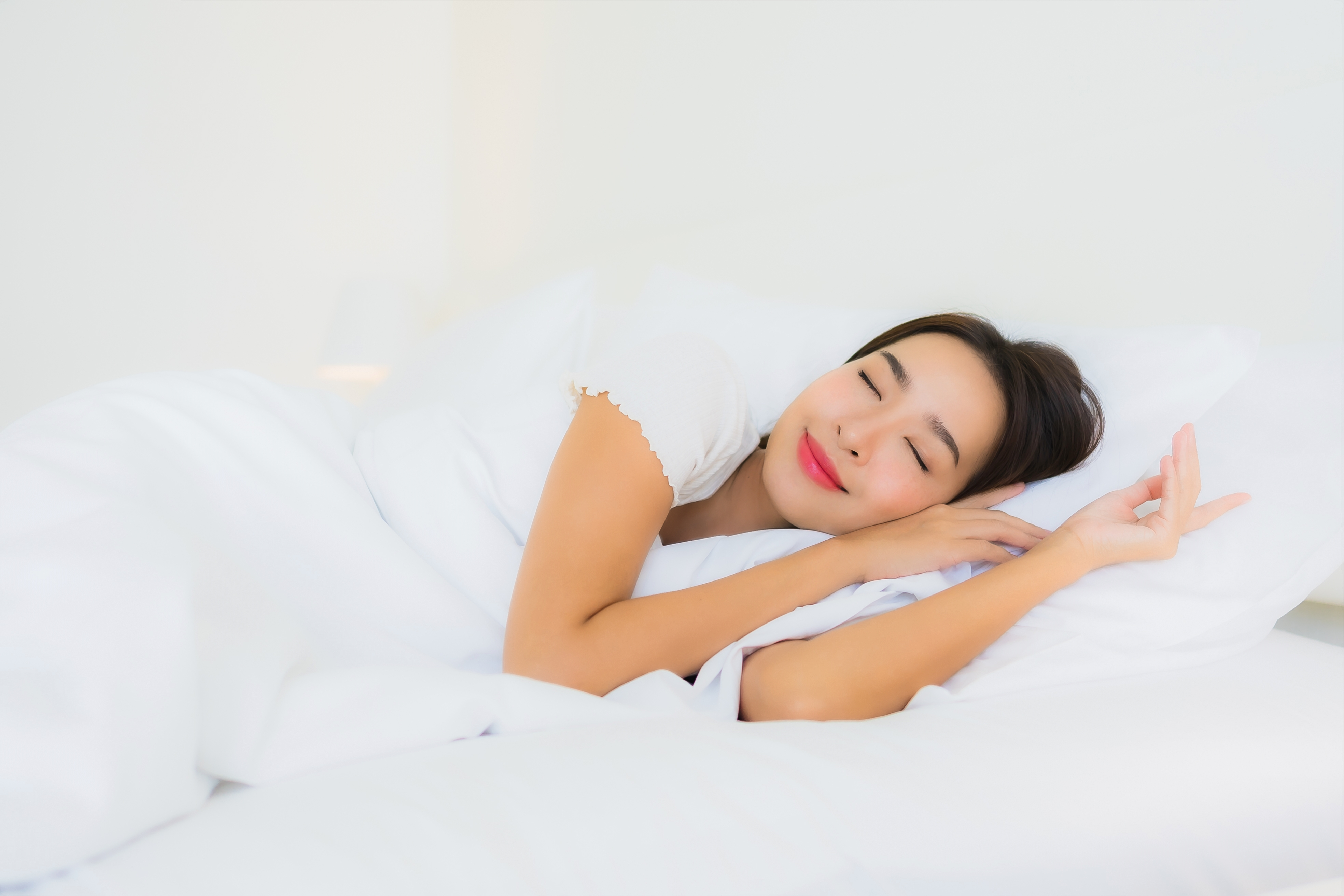 portrait-beautiful-young-asian-woman-relax-happy-smile-bed-with-white-pillow-blanket